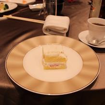 ケーキバイトした後のケーキ。
