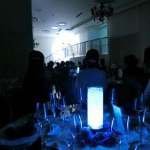 テーブルのカクテルライト