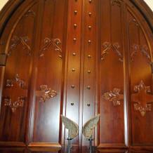入場の際の扉