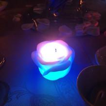 ライトが綺麗です。机の上です。