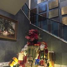 1階階段の踊り場のクリスマスの飾り☆