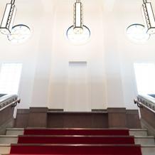 赤絨毯の階段