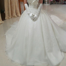 白ドレス一例。