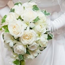 白いドレス用、生花ブーケ