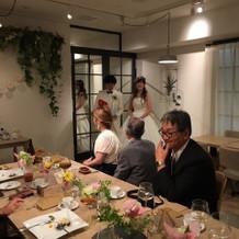 プチブーケのテーブル装花