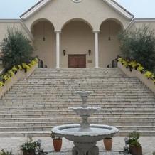教会を出てすぐの大階段