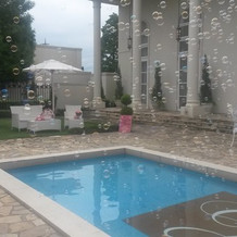 プールには花・風船・メッセージ浮かべ可