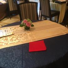 ブライダルフェアにて選んだテーブルクロス