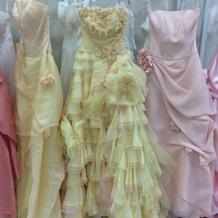 可愛い色合いのドレスです。