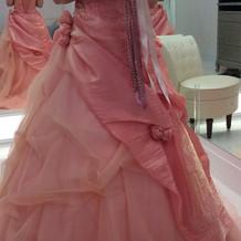 落ち着いた色のピンクで可愛らしいドレスで