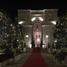 入口の凱旋門(夜)