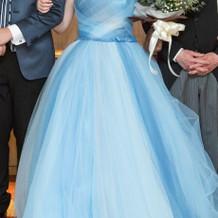 披露宴でのカラードレス
