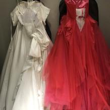 ウェディングドレス、お色直しカラードレス