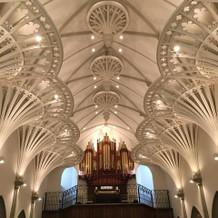 大聖堂内のパイプオルガン