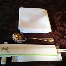お箸で食べるスタイル。