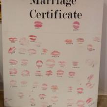 手作りの結婚証明書はゲストのキスマーク