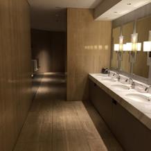 男性トイレ。多くてゆとりがある。