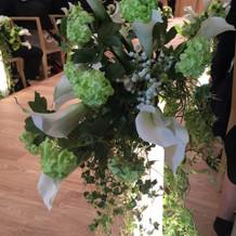 バージンロードのキレイな花