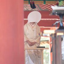 鶴岡八幡宮での神前式中の写真です