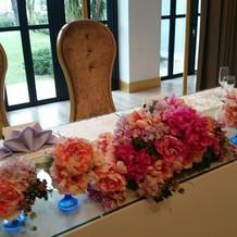 メインテーブルお花飾り付け例