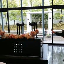 新郎新婦のテーブル花