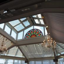 天井にも大きな窓があります!