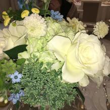 テーブルの花もかなり綺麗だった