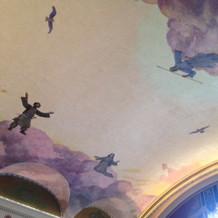 式場天井には謎の絵。。。