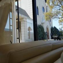待合室からの教会