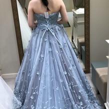 ドレス4 サイズ合わせで背中にクリップ