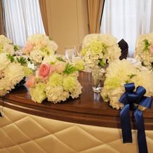 披露宴会場の高砂装花