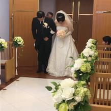 タキシードとウェディングドレス(正面)