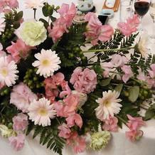 披露宴新郎新婦テーブル装花