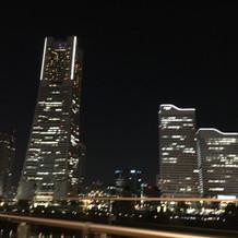式場の外からみた夜景①
