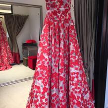 赤の花柄ドレス