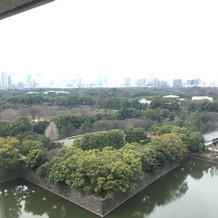 ホテルの部屋から皇居を見たときの景色です