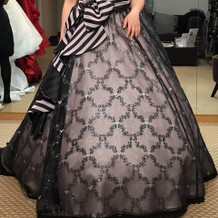 可愛いピンクと黒のドレス