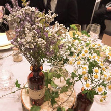 テーブル装花もナチュラルに!