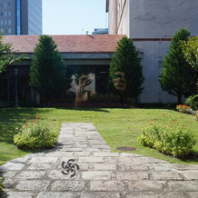 式場の庭です。挙記念撮影に使用しました。