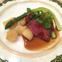 牛ロース肉ローストレフォールソース