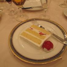 入刀したケーキ