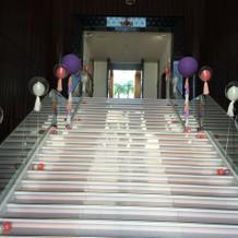 一番魅力的なチャペルまでの大階段!