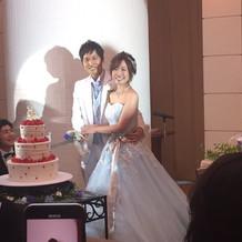 披露宴→水色ドレス×白タキシード