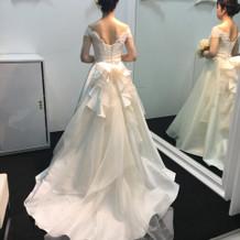 純白のドレスよりクリーム色派!