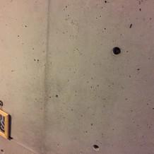 好きなように写真を飾れる階段の壁