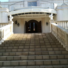 チャペルの外の階段