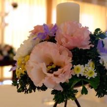 披露宴会場のお花も素敵♡