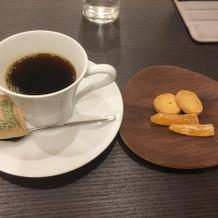 食後のコーヒー、お茶菓子