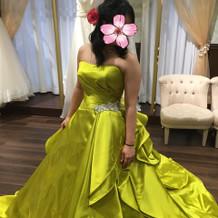 凄く迷った黄色のカラードレス