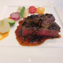 メインのフィレ肉とフォアグラ
